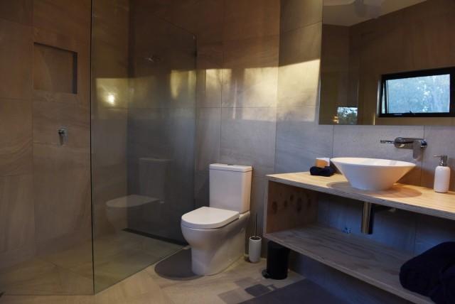ванная комната в доме из контейнеров