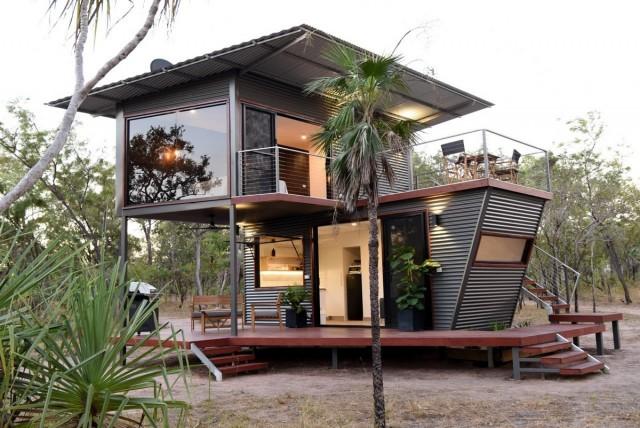 вид на дом из контейнеров