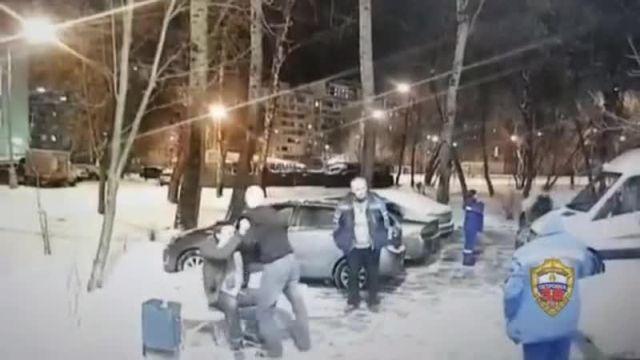 Пьяный мужчина напал на фельдшера в Москве