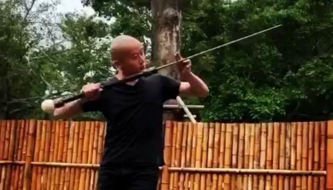 красивый танец с мечом
