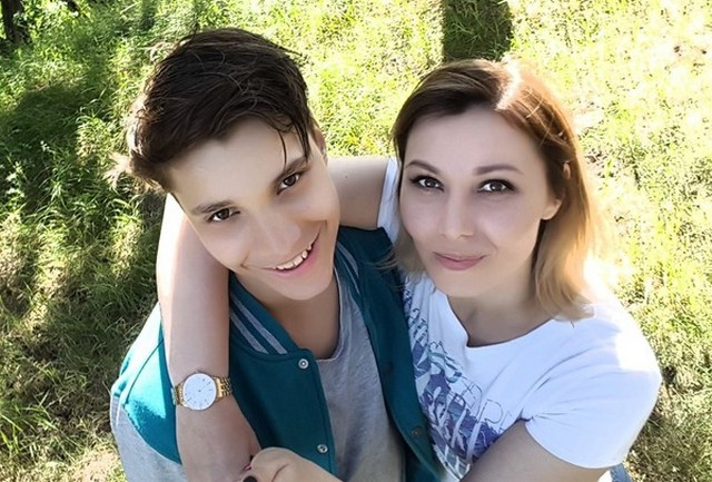 Влад Бахов с матерью Анастасией
