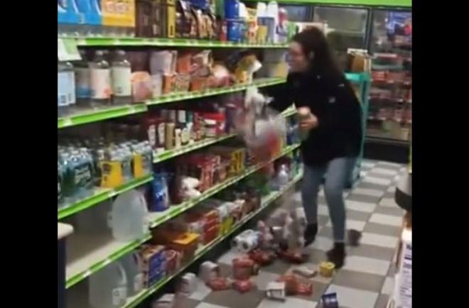 девушка крушит витрины в магазине