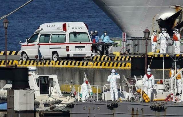 На круизном лайнере Diamond Princess в Японии россиянка заболела коронавирусом (видео)