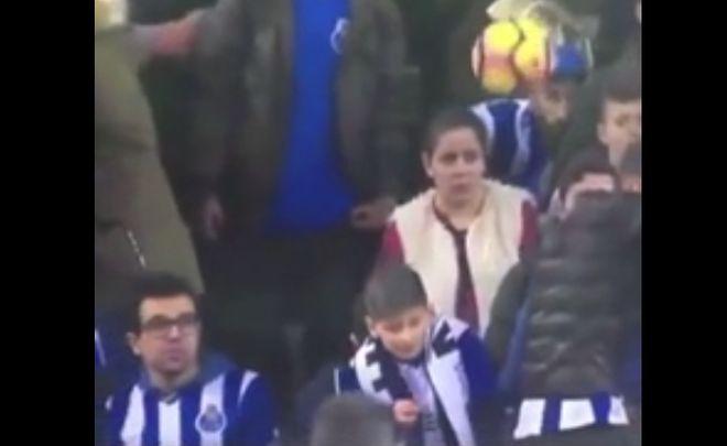 мяч прилетел в лицо девушке