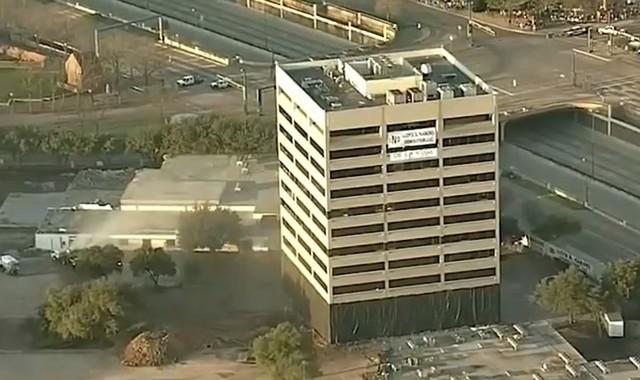 Офисное здание готовится к сносу в США