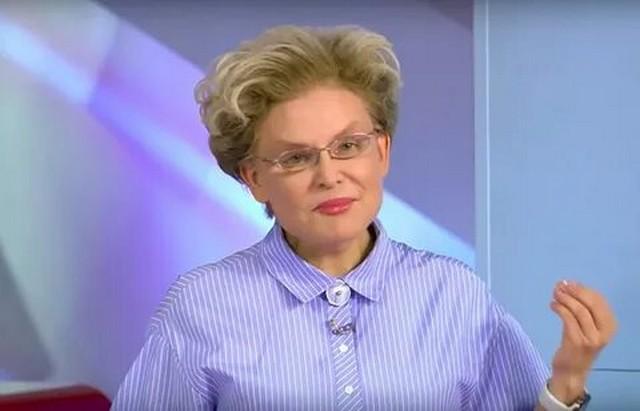 Елена Малышева в синей рубашке
