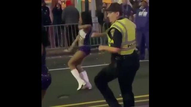 Танцующий полицейский