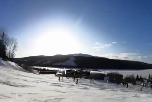 Снег, солнце и вид на горы