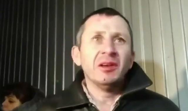 Мужчина протестует против коронавируса в Украине