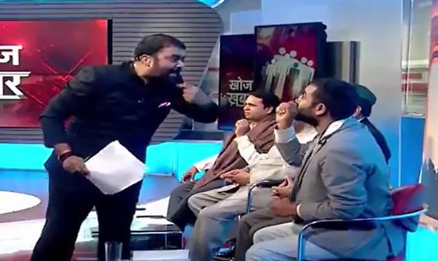 Индийский ведущий спорт в эфире ток-шоу