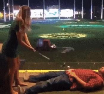 Неудачный удар клюшкой для гольфа