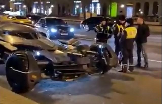 Бэтмобиль на дорогах Москвы и ДПС