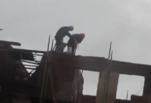 Строители в руинах