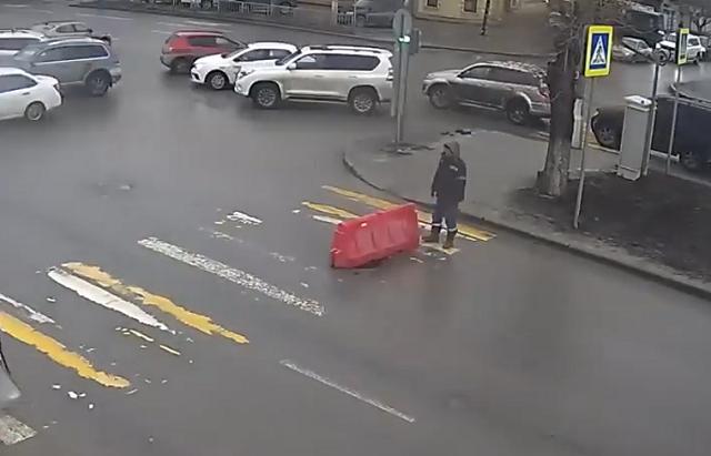 Дорожный блок на переходе