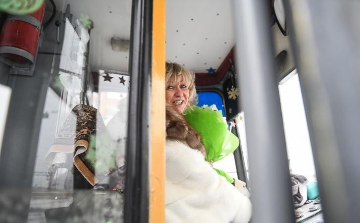 Оксана Мирошниченко водит трамвай