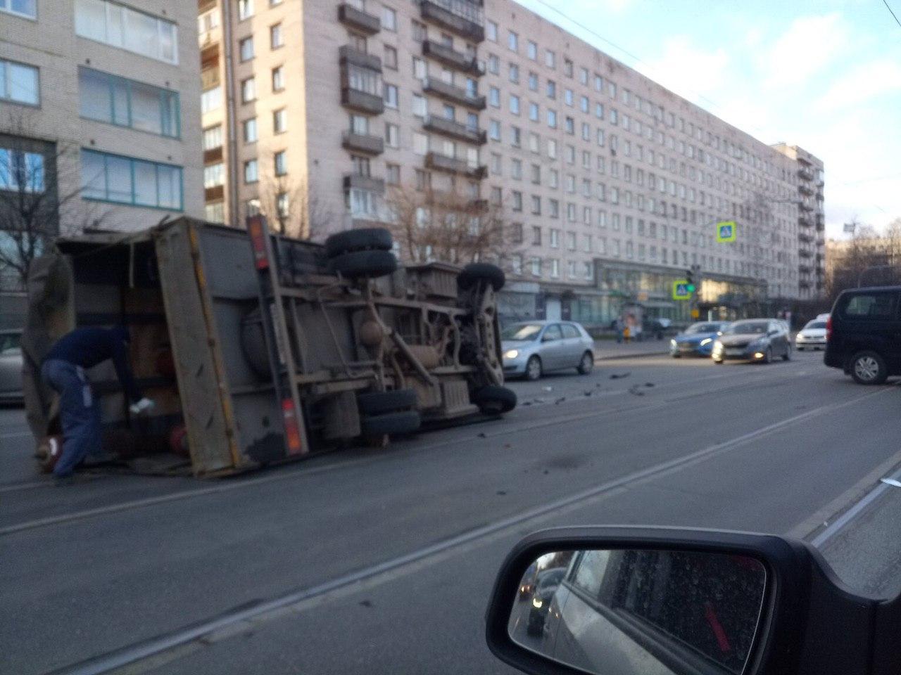 Асфальт, машины, авария в Петербурге