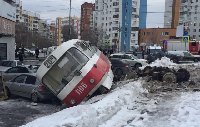 В Самаре трамвай сошел с рельсов