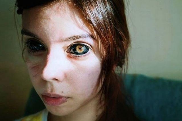 Александра Садовская с черными глазами