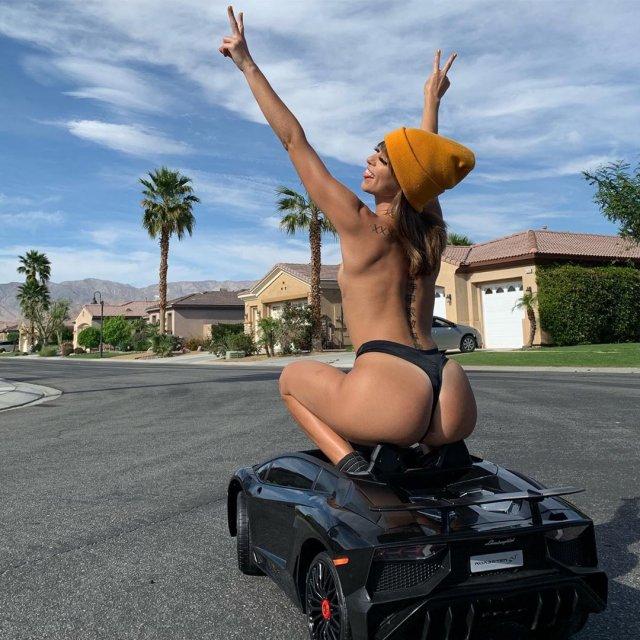 Порнозвезда Райли Рид рассказала о сложностях профессии (14 фото)