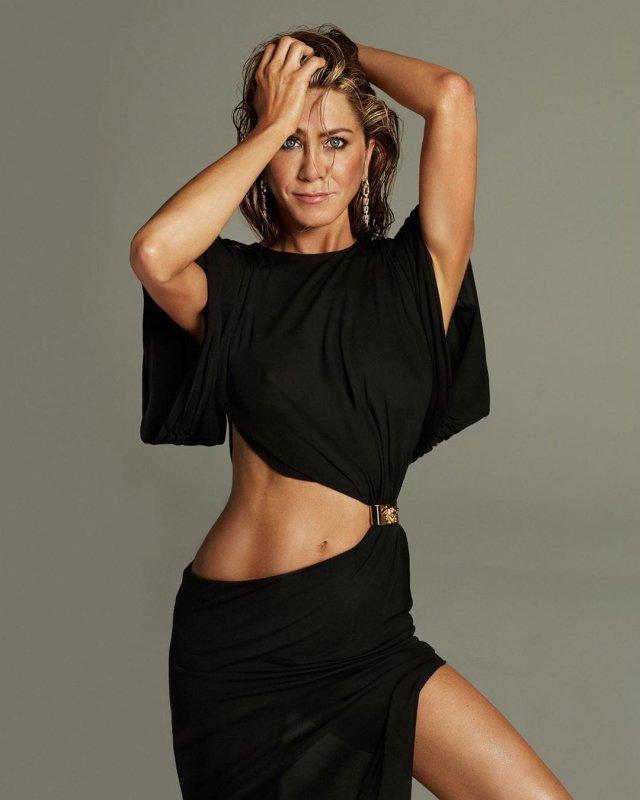 Дженнифер Энистон отпраздновала 51-летие и снялась для глянцевого журнала (7 фото)