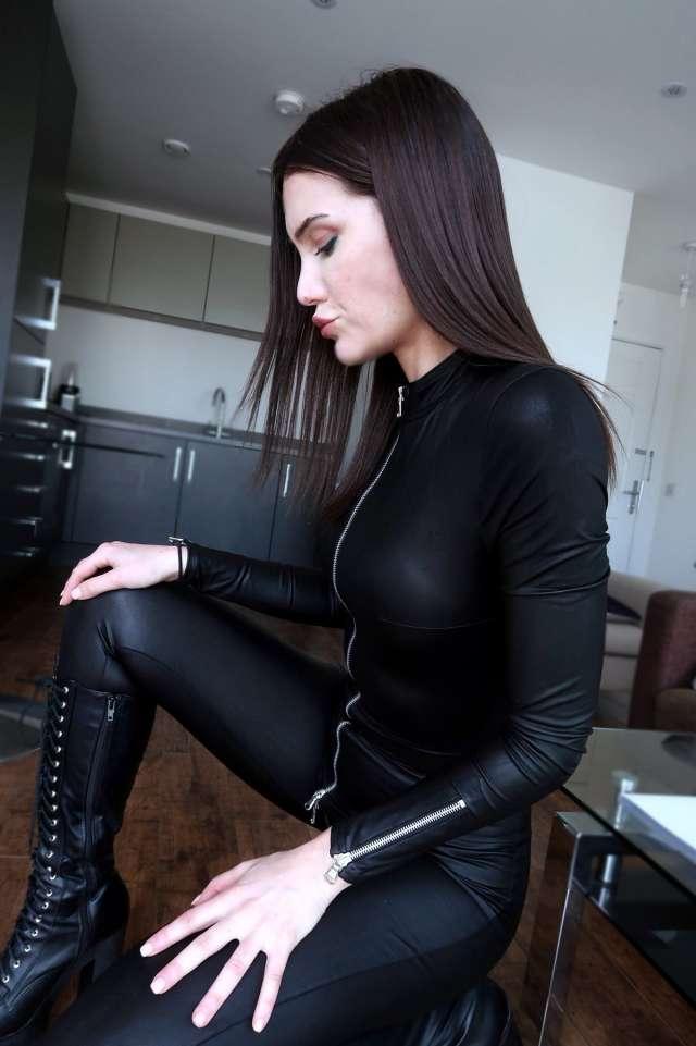 БДСМ-госпожа Зои Нуар