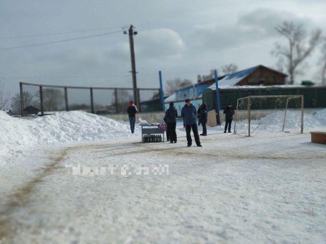 Соревнования по мини-футболу на снегу