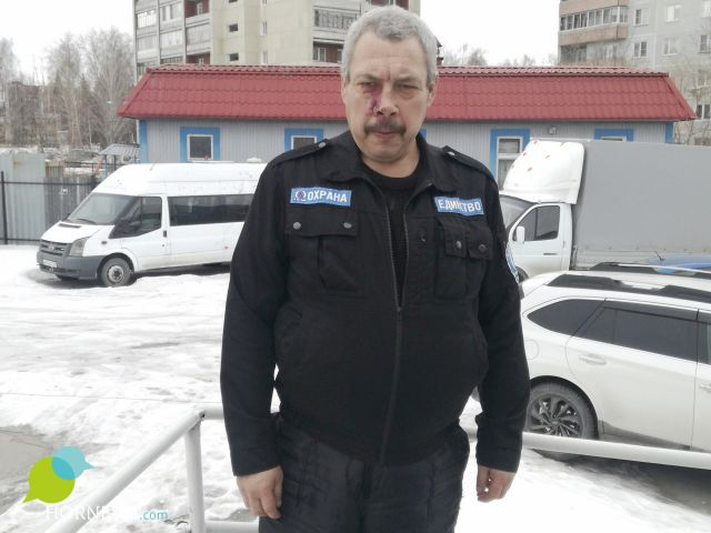 Сергей Кузнецов в форме охранника