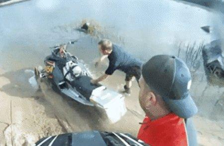 Превью неудачный запуск снегохода на воде