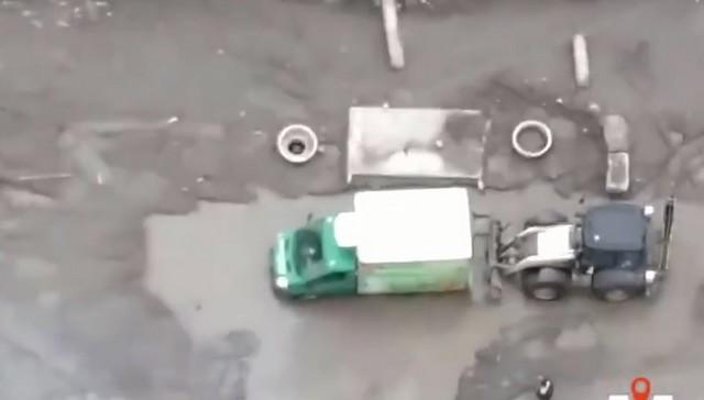 Автомобиль застрял в луже