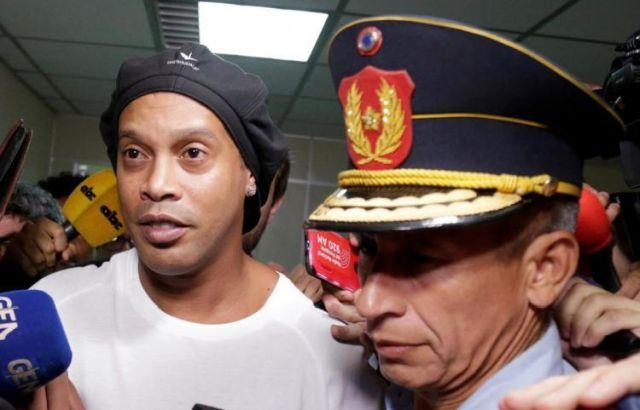 Роналдиньо арестовали