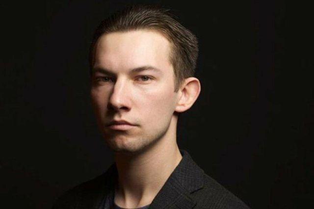 Актер Кирилл Емельянов