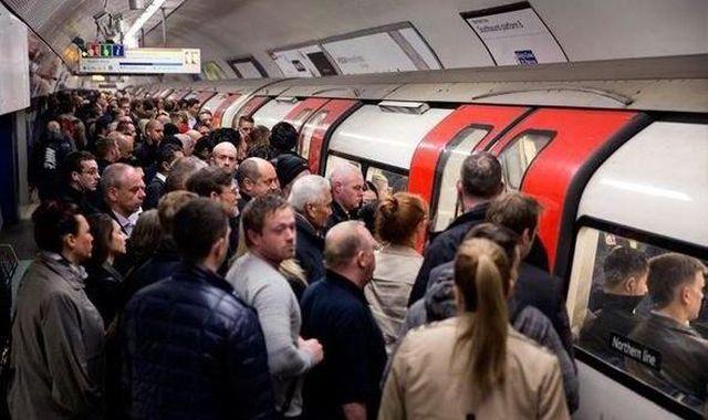 Лондонское метро в час пик