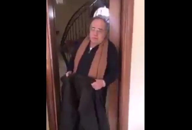 Дедушка с курткой
