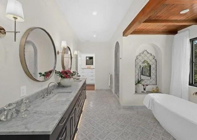 Звезда «Трансформеров» Шайа Лабаф купил дом за 5,5 миллионов долларов (14 фото)