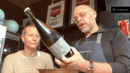 Превью неудачная попытка открыть бутылочку шампанского
