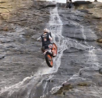 Превью на мотоцикле по водопаду