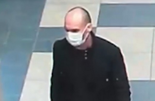 Мужчина в маске ограбил магазин швейцарских часов