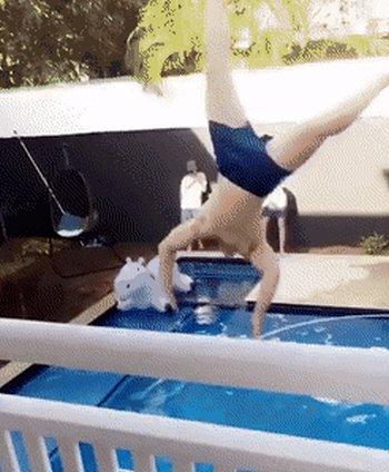 Превью прыжок в бассейн