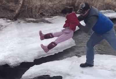 Превью неудача на замерзшей речке