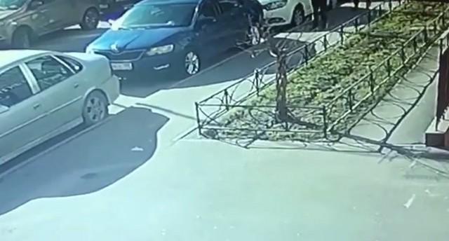 Припаркованные автомобили в Кудрово
