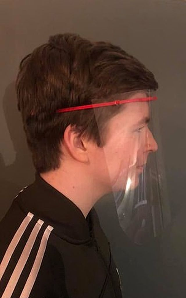 Британец Гарри Купер в маске