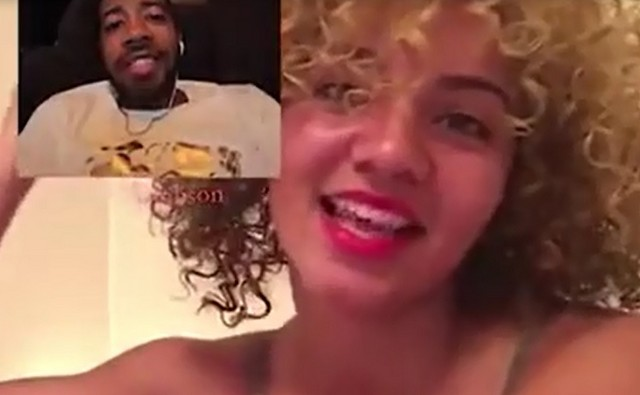 Мужчина общается с девушкой через скайп