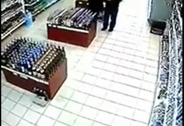 Полки с алкоголем в магазине
