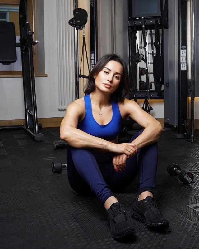 Тина Канделаки в спортзале