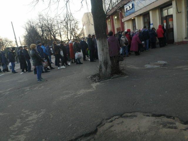 Очередь перед заводом ГАЗ