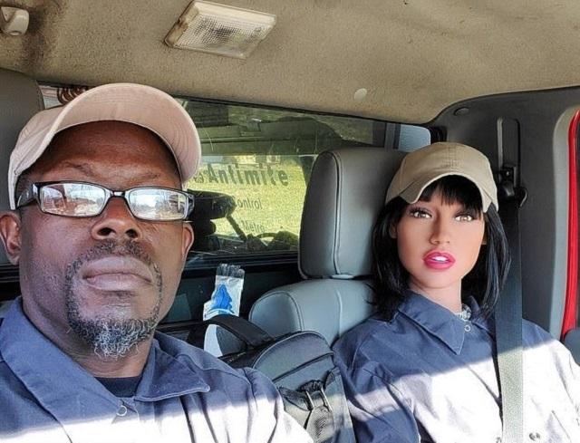 Дэррис и секс-кукла Камила