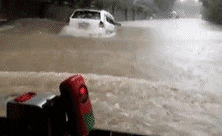 Превью утонувший автомобиль
