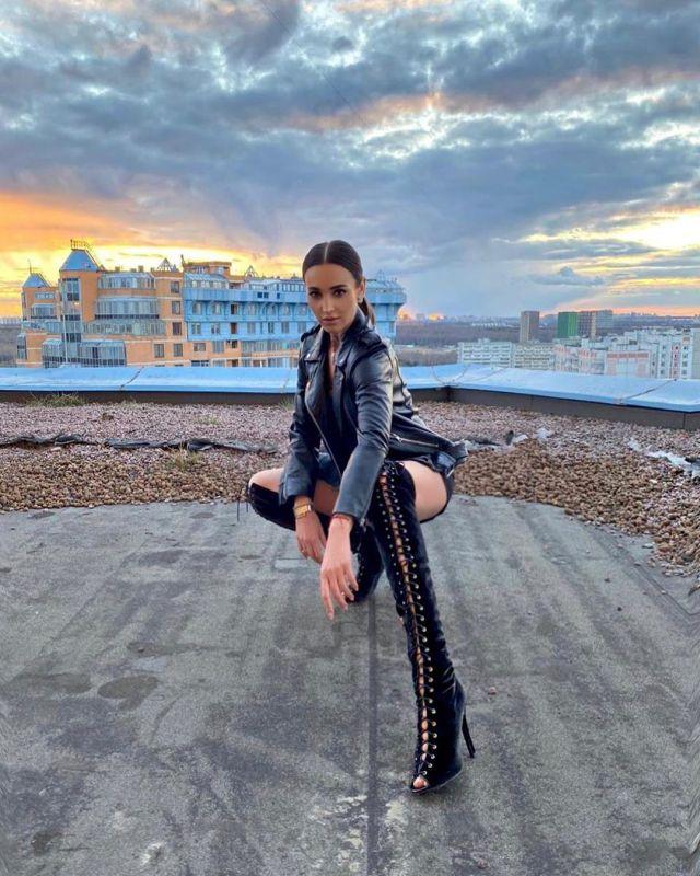 Ольга Бузова на балконе