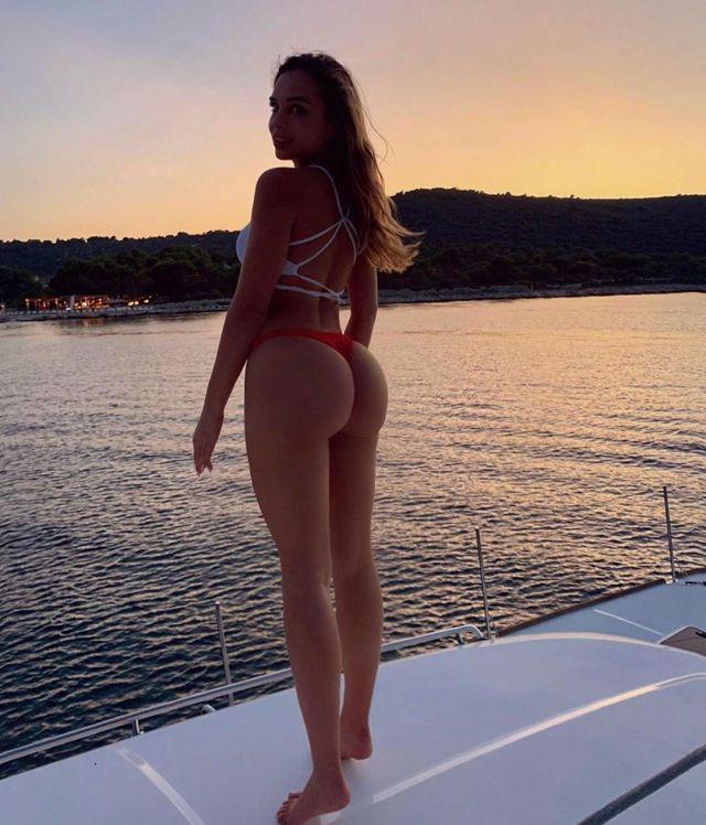 Вероника Белик в купальнике