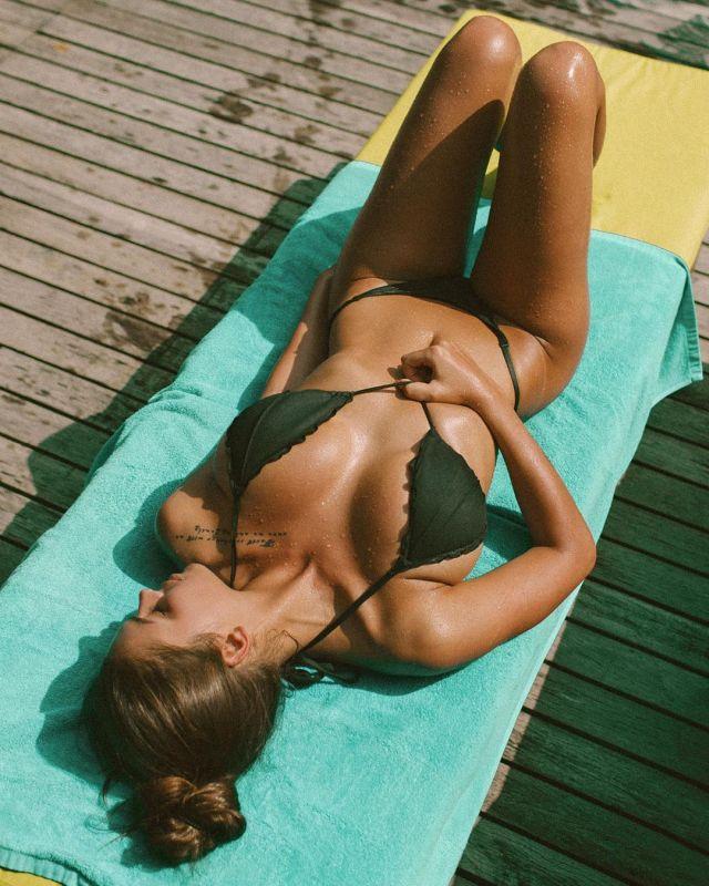 Instagram-модель Виктория Одинцова в купальнике